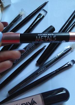 Помада карандаш металлик  golden rose metals matte metallic lip crayon 01