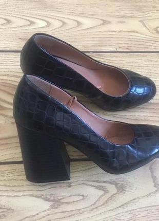 Супер стильные туфли h&m на устойчивом каблуке 37 размер