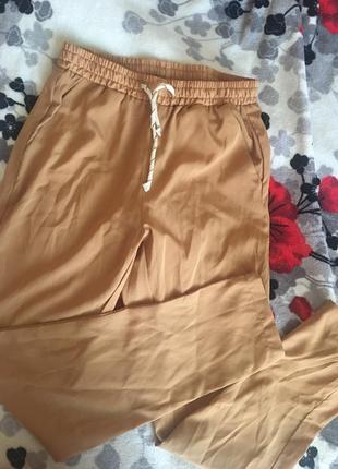 Лёгкие брюки на резинке