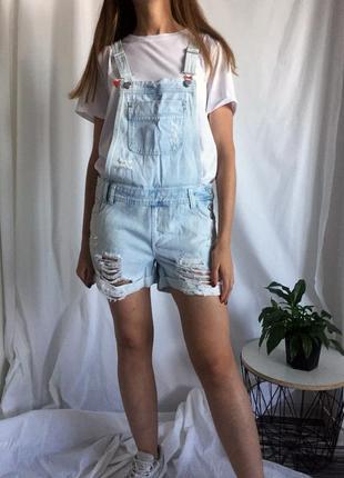 Стильный джинсовый комбинезон new look