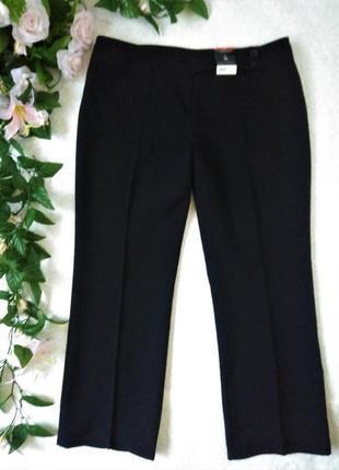 Новые, черные брюки со стрелками 16- 18 размер