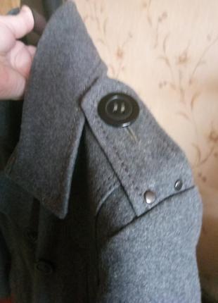 Классическое мужское двубортное пальто бренда young spirit