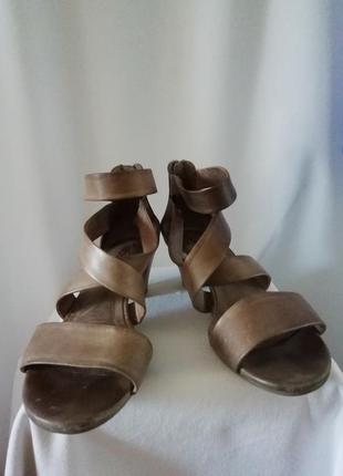 Распродажа кожаные босоножки 37р. gabor