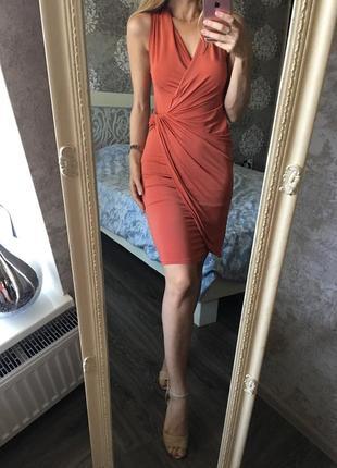 Платье кирпичного цвета на запах