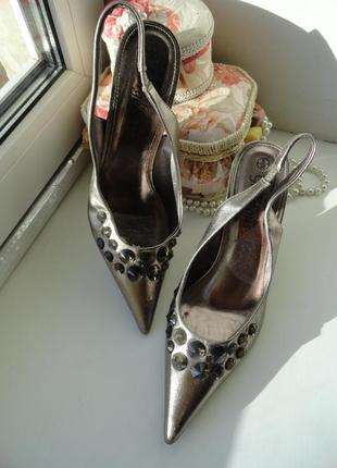 Элегантные нарядные стильные туфли