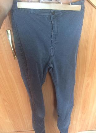 Серые джинсы на высокой талии
