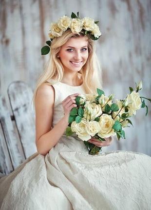 Эксклюзивное, испанское, дизайнерское, свадебное платье со шлейфом из парчи