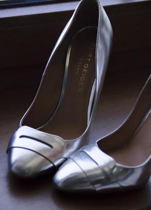 Серебреные туфли из кожи kurt geiger london