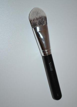 Кисть для макияжа: для нанесения тонального крема
