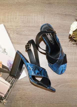 Truffle! красивые босоножки на устойчивом каблуке