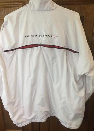Хорошая спортивная куртка nike
