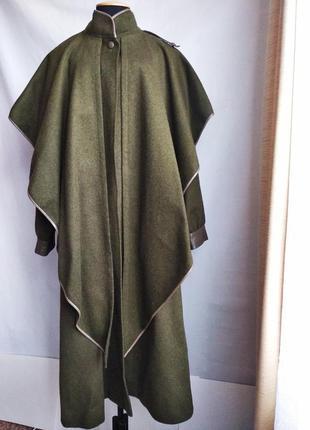 Шерстяное австрийское пальто-кейп оверсайз admont с пелериной