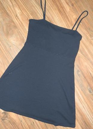 Темно-синее платье сарафан в рубчик на тонких бретелях bershka трикотаж