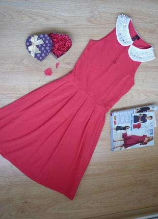 Яркое алое платье с эффектным воротничком / rainbow