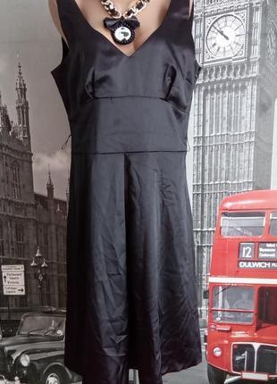Атласна чорна базова сукня