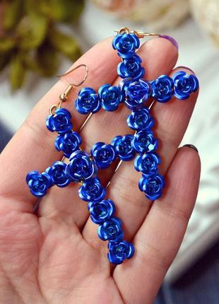 Сережки синие розы кресты в наличии