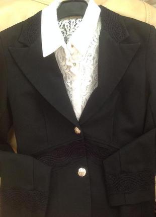 Костюм брючный и блузка (3 вещи) xs-s