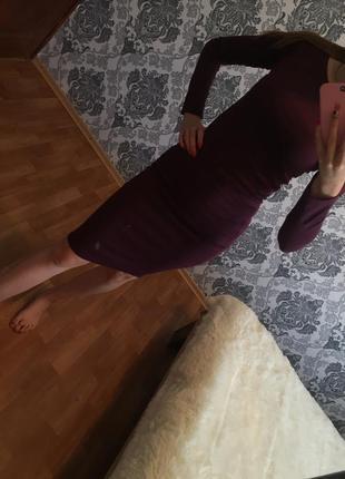 Отличное прилегающее платье