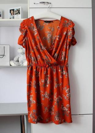 Трендовое платье на запах в цветочный принт