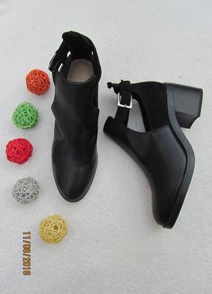 Ботинки на удобном каблуке с поясками
