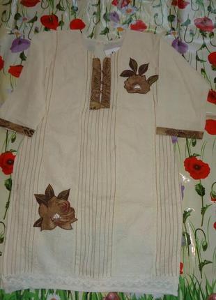 Платье туника с разрезами по бокам.