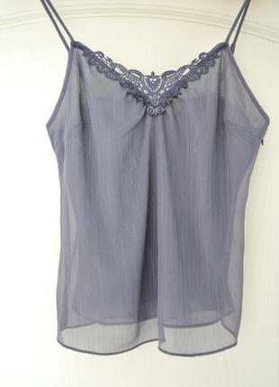 Базовая шифоновая блуза топ на тонких бретелях в бельевом стиле