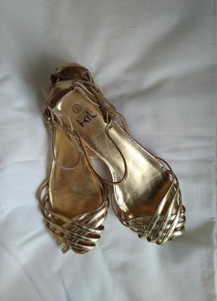 Золотые босоножки 38-39 размер цвет золото