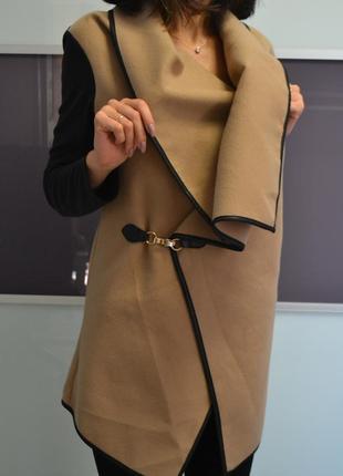 Стильная накидка куртка пальто косуха