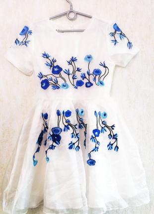 Платье с вышивкой фатиновое