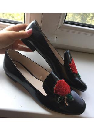 Лоферы с цветочком от zara