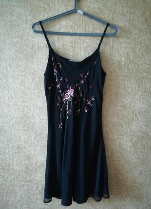 Шифонова сукня з вишивкою