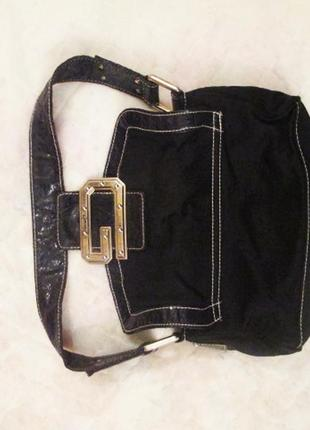 Маленькая черная сумочка guess