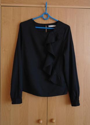 Черная блуза с длинным рукавом и рюшей, вискоза