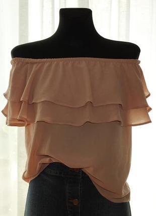 Нюдовая блуза с открытыми плечами