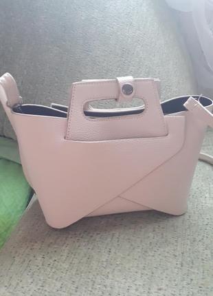Очень красивая и модная сумочка