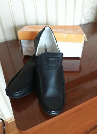 Кожаные  чёрные туфли для мальчика отличное решение для школы