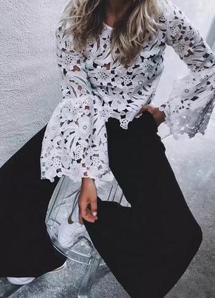 Эффектная кружевная блуза