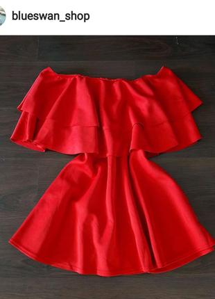 Нереальное платье на плечи с воланом, prettylittlething, новое