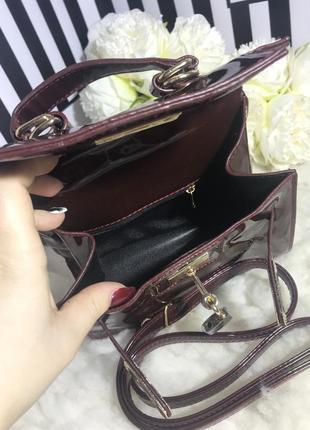 Маленькая сумочка в лаке