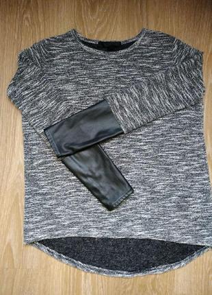 Кофта с кожаными рукавами