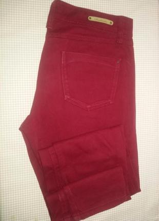 Бордовые джинсы stradivarius зауженные 44 размер