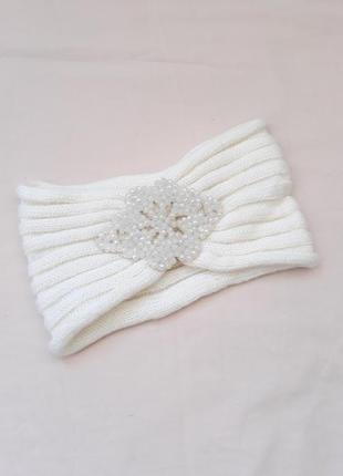Новая белая тёплая модная шапка повязка на голову с бусинами осенняя зимняя, хит сезона
