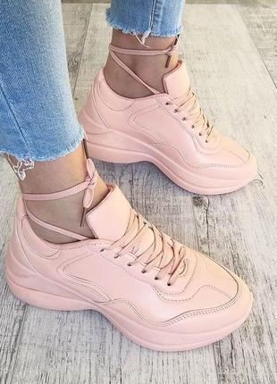 Женские кроссовки персиковые