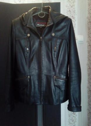 Мягчайшая кожаная куртка с капюшоном
