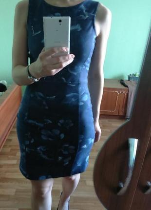 Стильное  минималистичное платье, в цветочный принт от польского бренда top secret, s-m