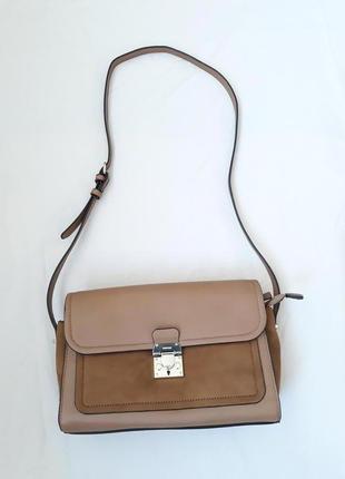 Стильная светло-коричневая сумка на длинной ручке через плечо parfois среднего размера