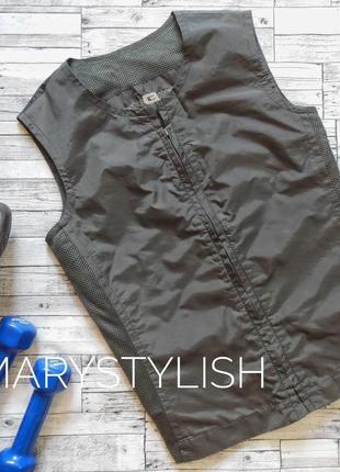 Крутая спортивная жилетка, вставки из сеточки, очень легкая, тонкая