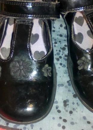 Кожаные лаковые туфли clarks