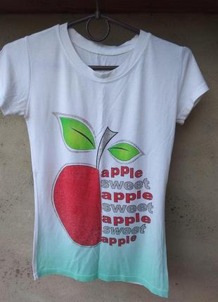 Футболочка з яблучком