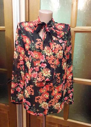 Шифоновая блуза с воротником чокером в осенее-весенний принт